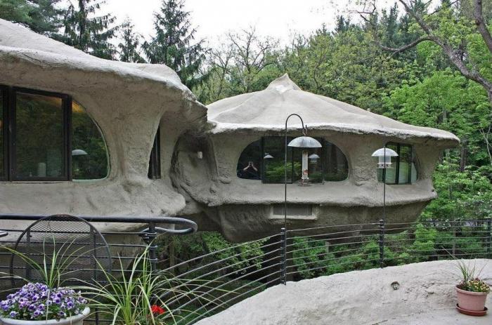Внутри грибного дома, где гости платят 5 000 фунтов стерлингов, они могут жить в роскошных контейнерах на деревьях