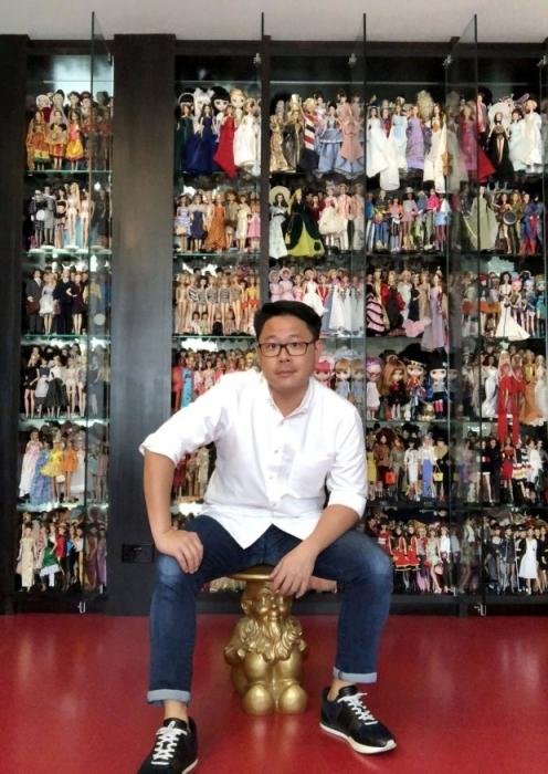 Мужчина утверждает, что он потратил более 350 000 фунтов стерлингов на свою коллекцию кукол Барби