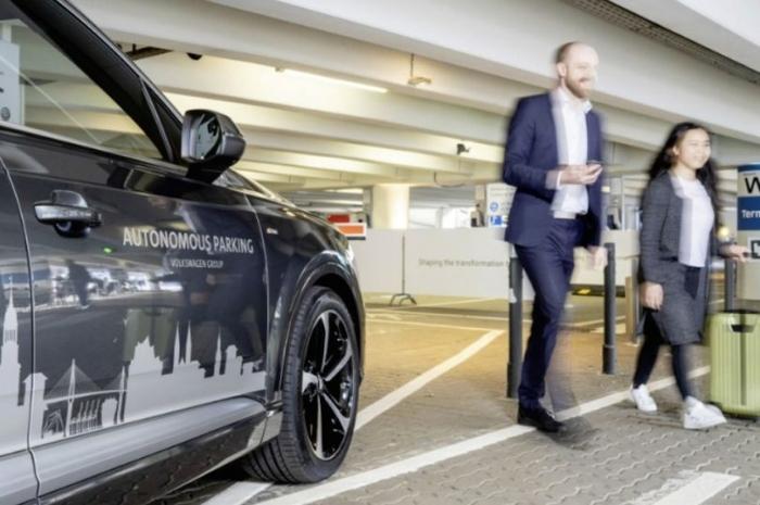 Автомобили в аэропорту Гамбурга скоро смогут сами припарковаться и получить вашу почту, пока вы в отъезде