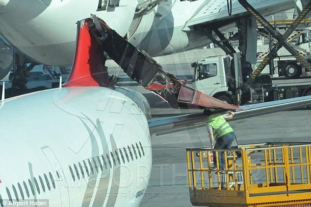 Пассажир очень испугался, когда самолет зацепил хвост другого самолета в турецком аэропорту