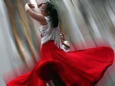Танцы, поривлекающие внимание