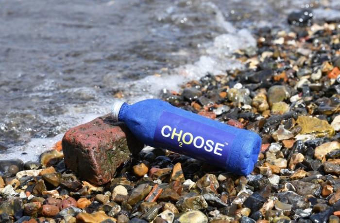 Эта экологически безопасная бутылка для воды изготовлена из переработанной бумаги и дезинтегрируется через три недели
