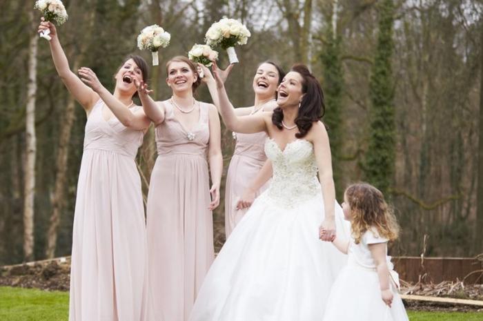 Как стать профессиональной подружкой невесты - им платят до 100 фунтов стерлингов в час