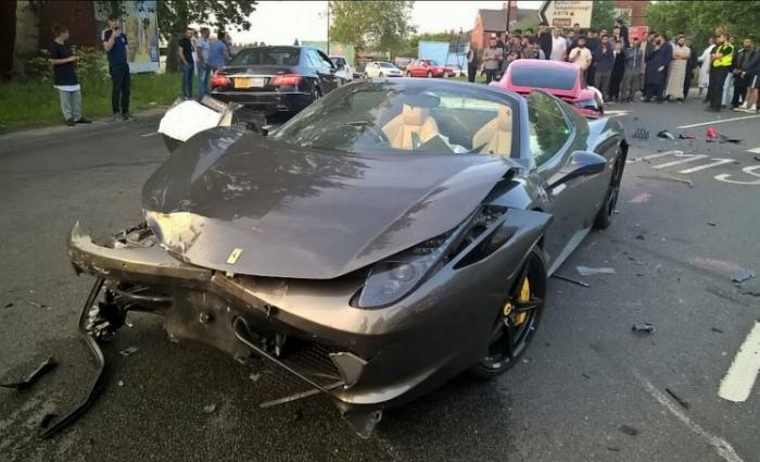 Porsche и Ferrari столкнулись в Шеффилде. Повреждений на 230 000 фунтов стерлингов