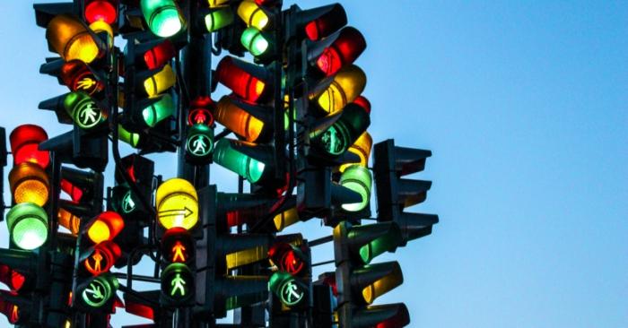 Новые технологии для светофоров, которые могут помочь водителям полностью остановиться, должны быть протестированы в Великобритании