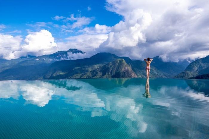 Бесконечный бассейн мечты во вьетнамских горах выглядит так, будто он покоится на облаках