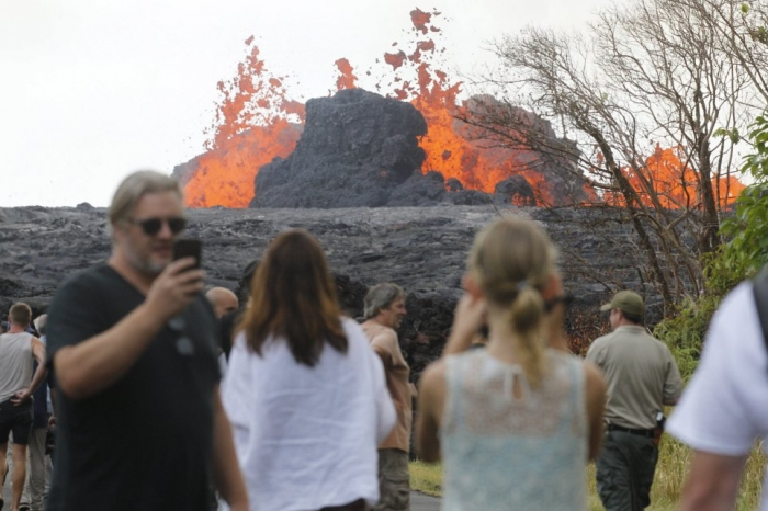 Извергающийся вулкан Килауэа поразил лавой геотермальную электростанцию