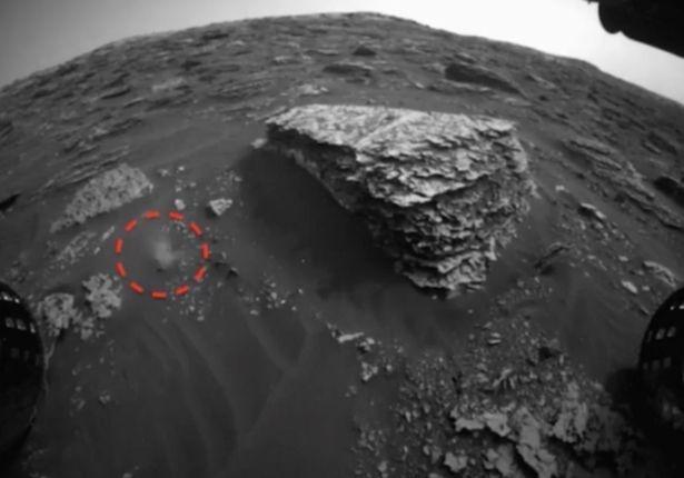 Изображения НАСА «показывают жизнь на Марсе», поскольку «странная фигура замечена в движении» на Красной планете