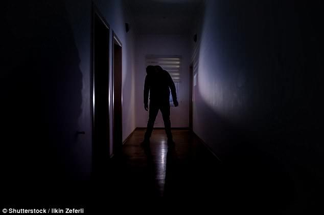 Психолог утверждает, что поздние ночные паранормальные переживания - это просто сонный паралич и синдром взрыва головного мозга
