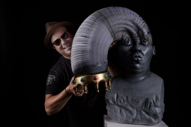 Человек, которому удаётся создавать необычные скульптуры