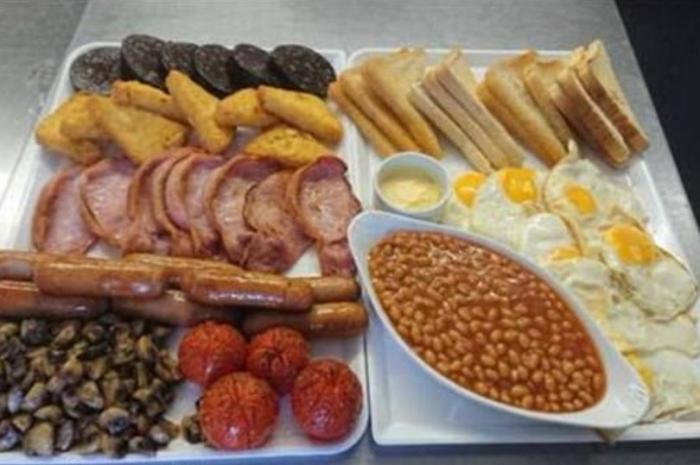 Кафе предложило своим посетителям 65 различных закусок полного английского завтрака – никто не осилил весь завтрак