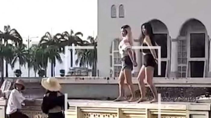 Появилось вирусное видео где женщины устроили «сексуальные танцы» на достопримечательности где это запрещено