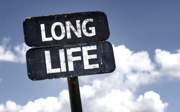Исследование показало, что риск смерти СНИЖАЕТСЯ после 80 и выравнивается, когда мы достигнем 105, - но мы все еще не достигли нашего предела