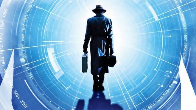Мужчина из 2030 года «демонстрирует видео» Лас-Вегаса в 2120 году