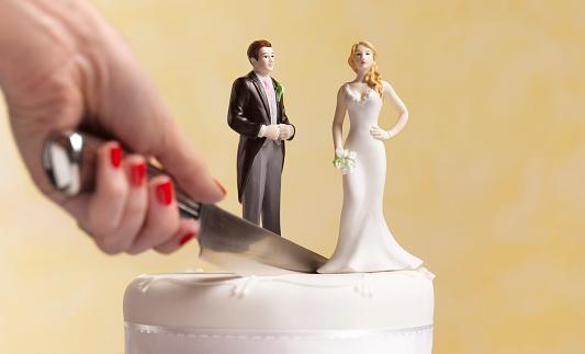 Пары, которые больше денег тратят на свои свадьбы, с большей вероятностью разводятся