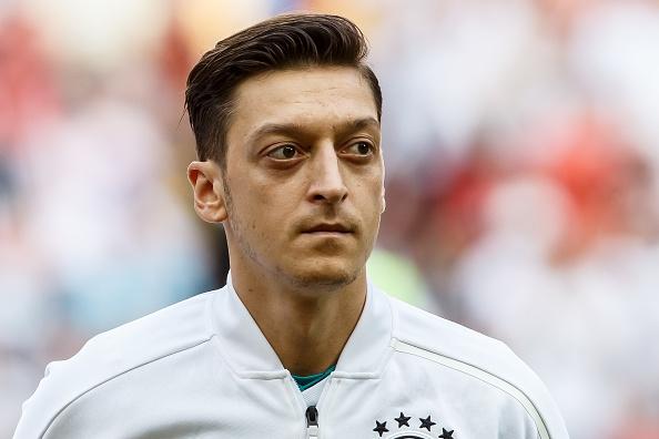 Звезда «Арсенала» Месут Озил попросил уехать из Германии после критики на Кубке мира