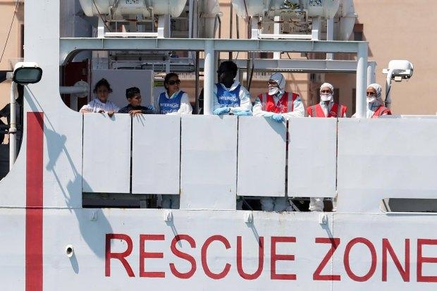 Итальянское государство и Мальтийский остров опять горячо спорят из-за последнего мигрантского судна