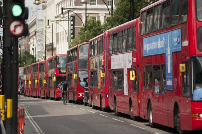 Ученые, возможно, нашли способ, как сделать так чтобы сразу три автобуса не приходило на остановку