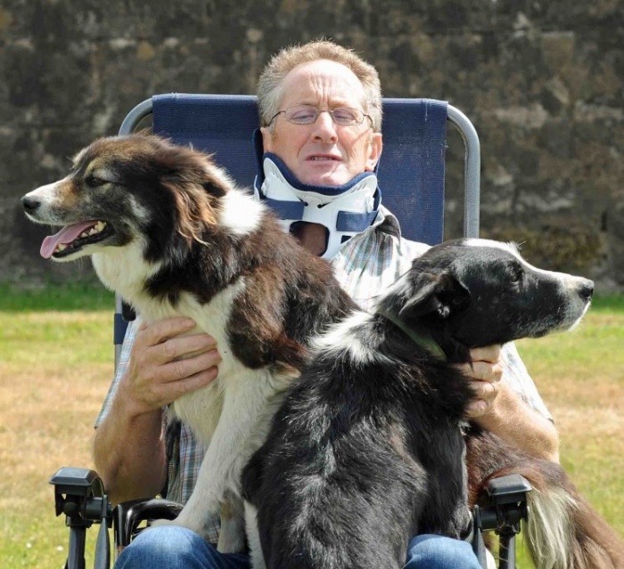 Собаки спасли жизнь фермера после ужасной аварии на квадроцикле