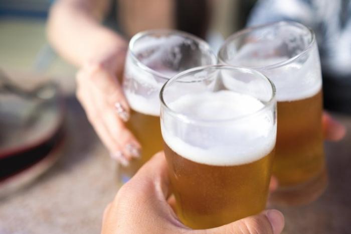 Англия уже выпила дополнительные 10 миллионов пинт пива во время игры в Хорватии. Сколько же она выпьет за оставшиеся дни?
