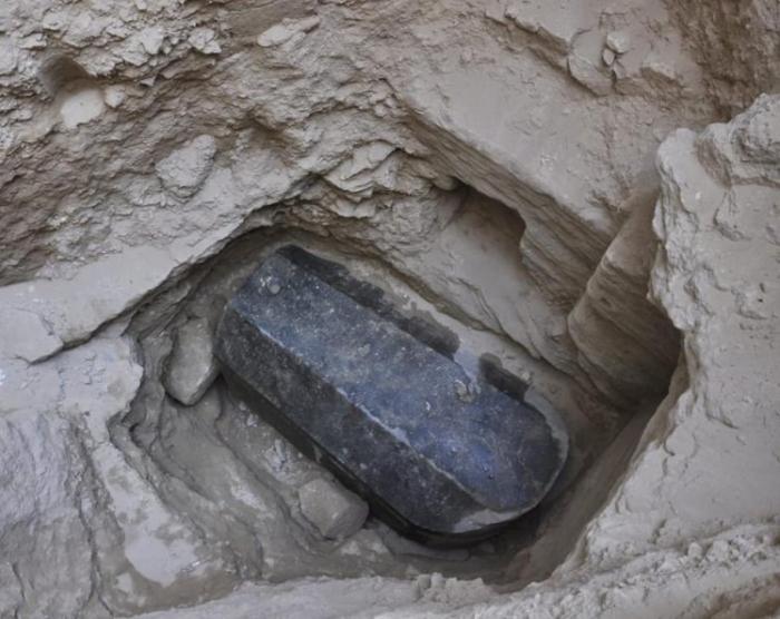 В Египте обнаружен таинственный черный саркофаг, но кто внутри не известно
