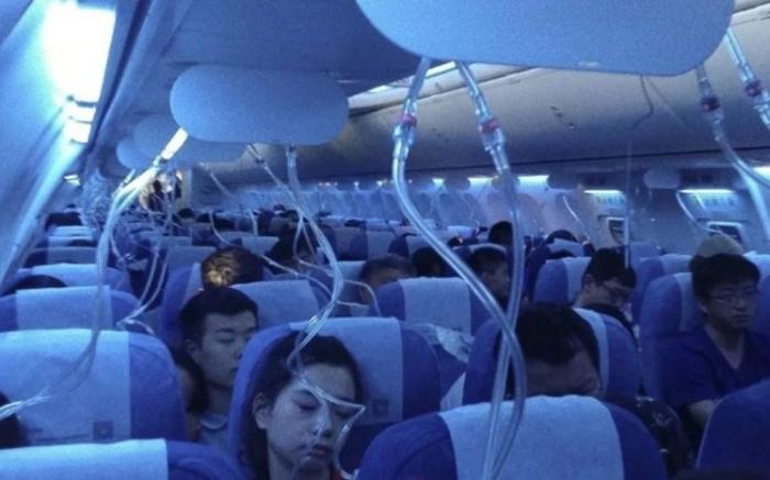 Самолет снизился на 3 000 метров после того, как второй пилот начал «курить электронную сигарету»