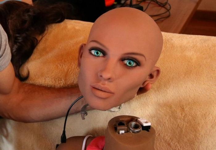 Секс робот может переключиться на семейный режим, чтобы помочь вам воспитывать детей
