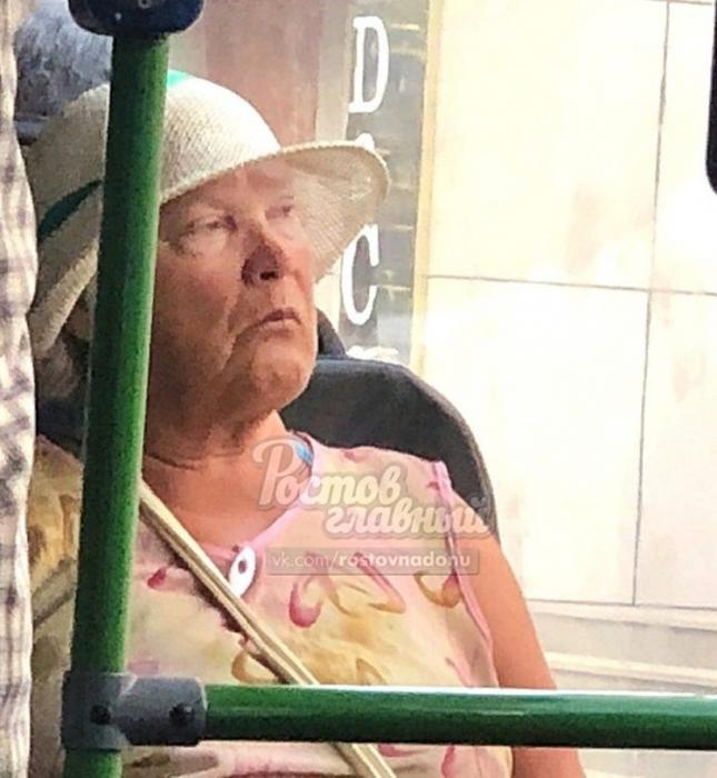 Бабушку, похожую на Дональда Трампа, встретили в автобусе до саммита с Путиным