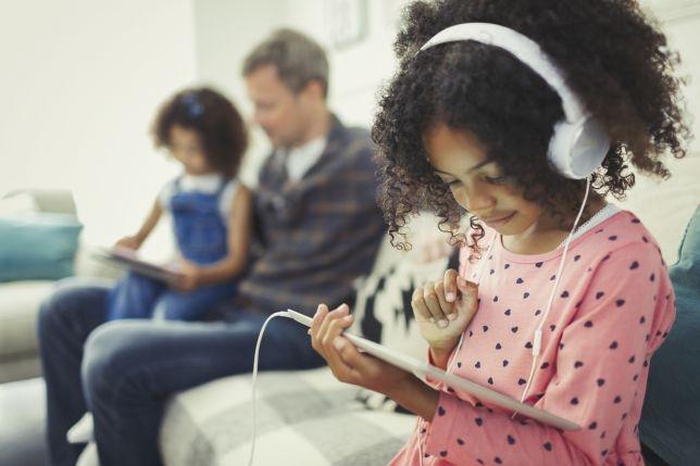 Исследователи говорят, что социальные медиа превращают детей в людей с трехлетним менталитетом