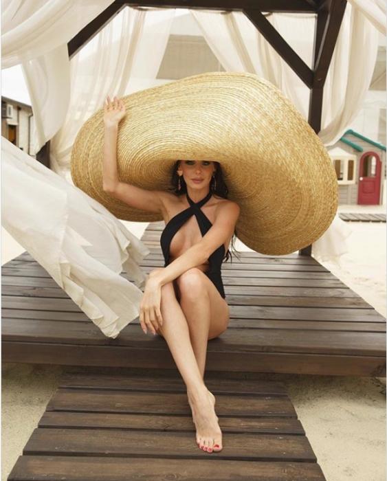 Как гигантская соломенная шляпа стала обязательной для лета, а Белла Хадид и Эмили Ратайковски полюбили ее