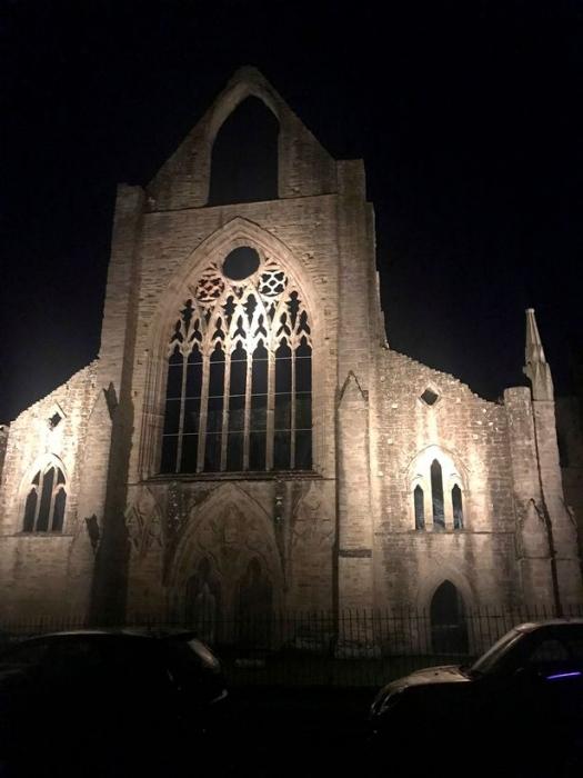 Девушка, посетившая аббатство Тинтерн ночью, была ошеломлена, увидев призрака «с капюшоном монаха» в развалинах