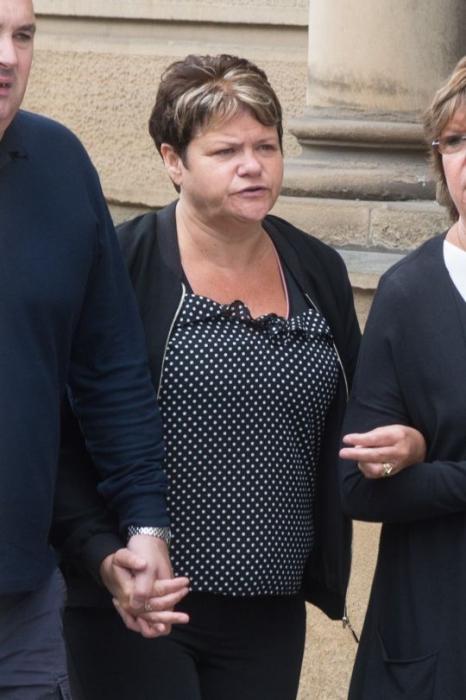 Женщина украла 600 000 фунтов стерлингов, потому что она думала, что умрет от рака, раньше чем её поймают