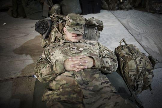 Используя армейскую технику сна, вы заснете за минуту