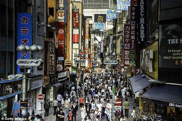 Почему почти половина японцев в возрасте до 40-а лет являются девственниками?