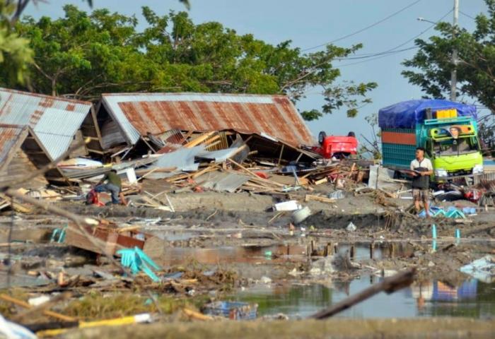 Индонезийское землетрясение – в Палу погибло 384 человек