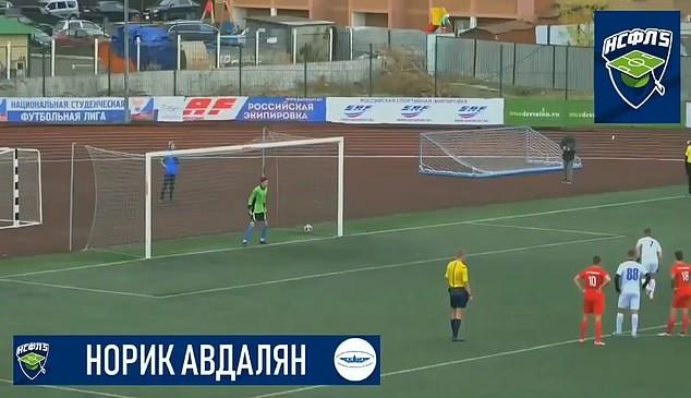 Юниор из «Рубин Казань» Норик Авдалян забивает ошеломляющий пенальти с переворотом назад