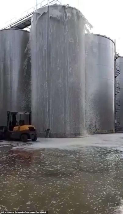 Винный завод потерял 30 000 литров игристого вина, когда взорвался ферментационный танк в Италии