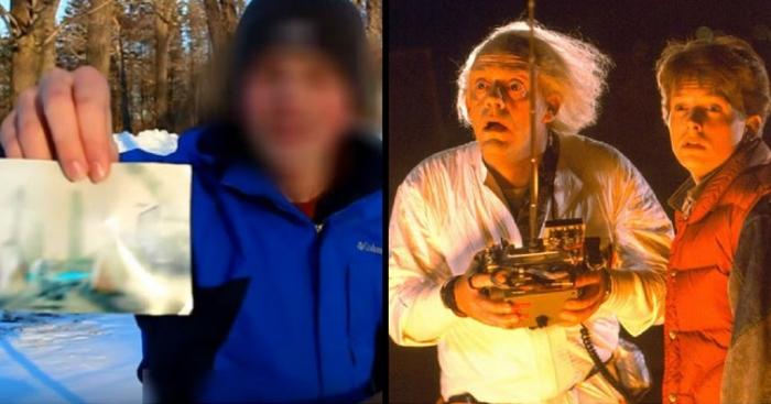 «Путешественник во времени», бывший в 8973 году и встретил там телепатических роботов, прошёл испытание  на детекторе лжи
