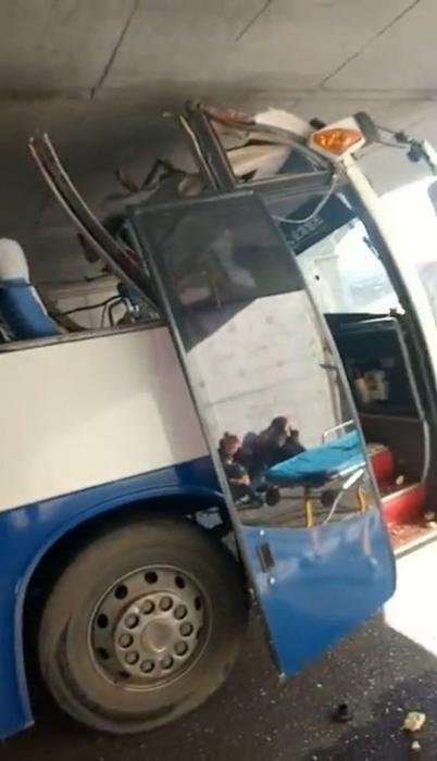 Водитель автобуса, решив сократить дорогу, резко ухудшил ситуацию