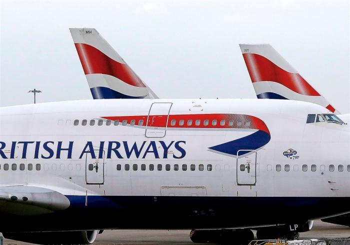 Мужчина ругает «Британские авиалинии» после того, как ему пришлось сидеть на мокром от мочи месте в бизнес классе