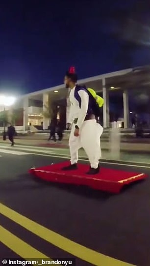 Скейтбордист надел костюм Аладдина и отправился на улицы Нью-Джерси