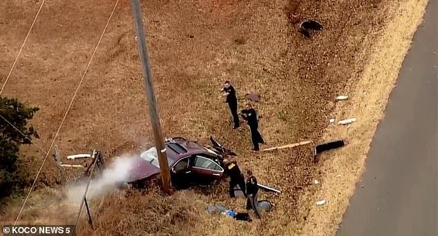 Полицейская погоня кончилась в фильме тем, что машина несколько раз переворачивается и врезается в столб