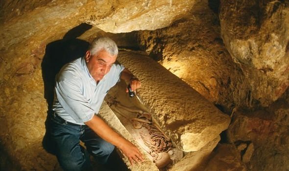 Египетского археолога преследовали «проклятые сны» после открытия саркофага с мумией
