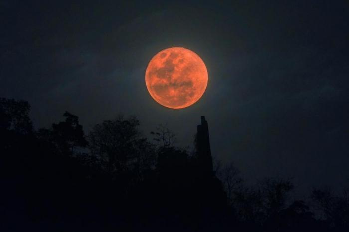 Супер Кровавая Луна в январе 2019 года годовщина Трампа - это «знак конца времен», предупреждает проповедник