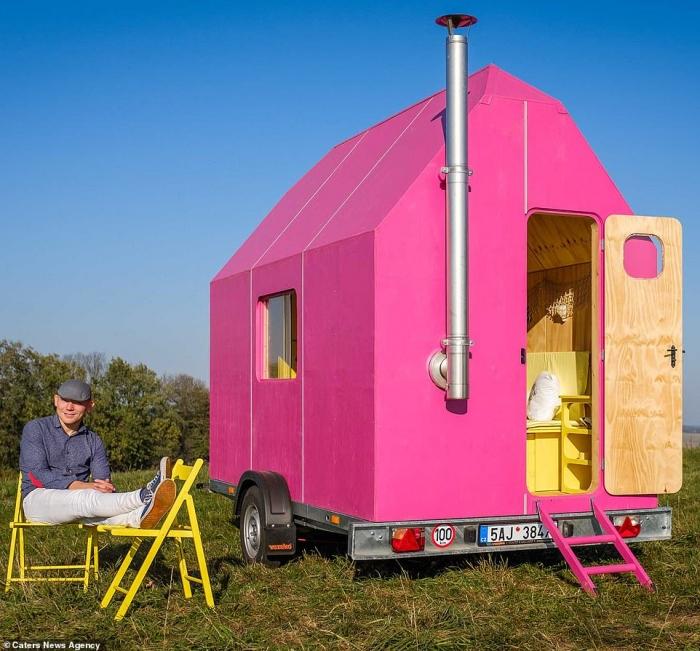 Чешский дизайнер создал дом размером 3,5 на 2 метра, который стоит всего 8000 фунтов стерлингов (но сборка самостоятельная)