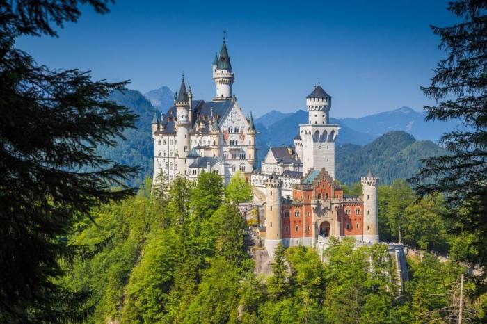 Немецкий замок, который вдохновил создателей замка Спящей красавицы в Диснейленде