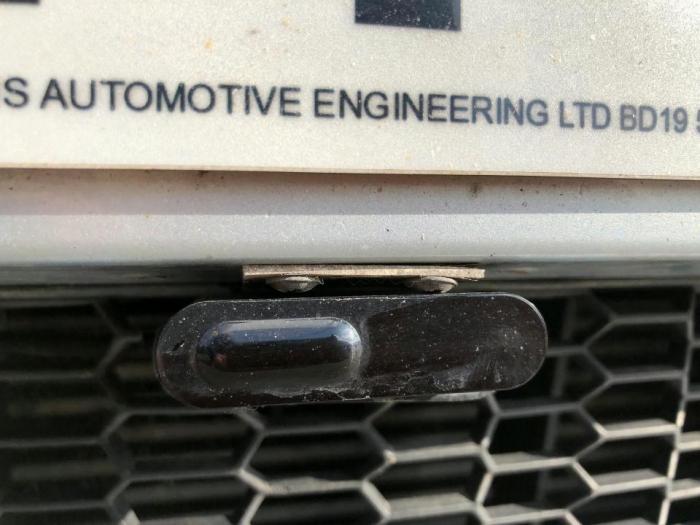 Водитель BMW, использовавший лазерное устройство, чтобы блокировать полицейские камеры, отправлен в тюрьму на три месяца