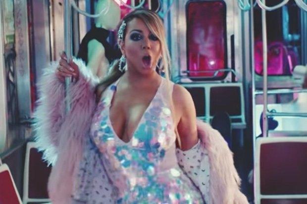 Мэрайя Кэри покорила интернет обнаженным музыкальным видео: «Just divine»