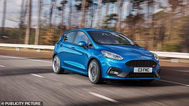 Ford начинает выпускать версию Fiesta «мягкого гибрида», чтобы сократить потребление топлива и повысить мощность