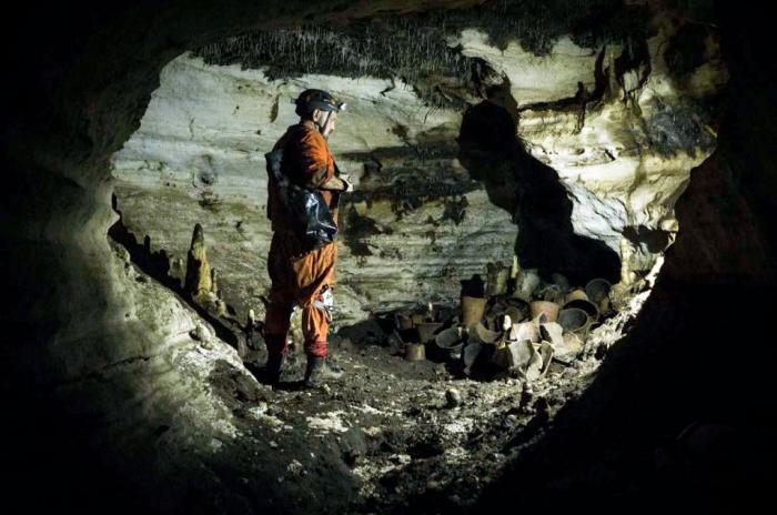Замурованная ритуальная пещера майя была открыта после того, как в неё не заходили уже 1000 лет.